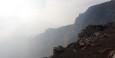 Man darf sich wegen der giftigen Dämpfe nur kurz direkt am Krater aufhalten.