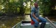 Mit Armando unternehmen wir eine Bootstour tiefer in den Wald.