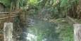 Schmutziger Abwasserfluss in San Miguelito