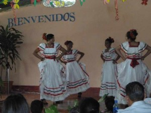 Auftritt der Folkloretanzgruppe meiner Schule